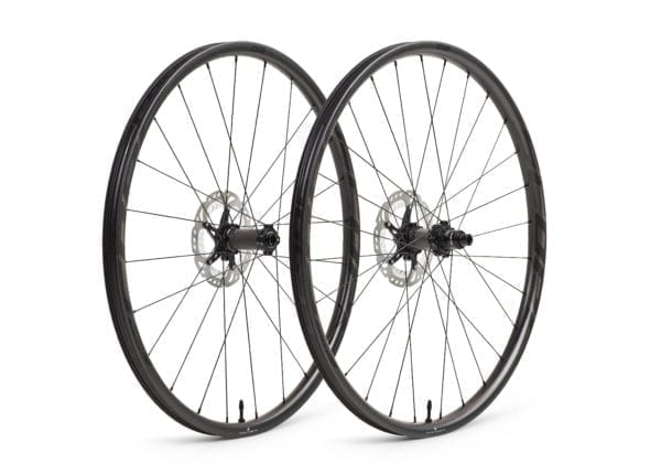 Scope O2D 29 roues noires en carbone XP Sport 04 à l'échelle