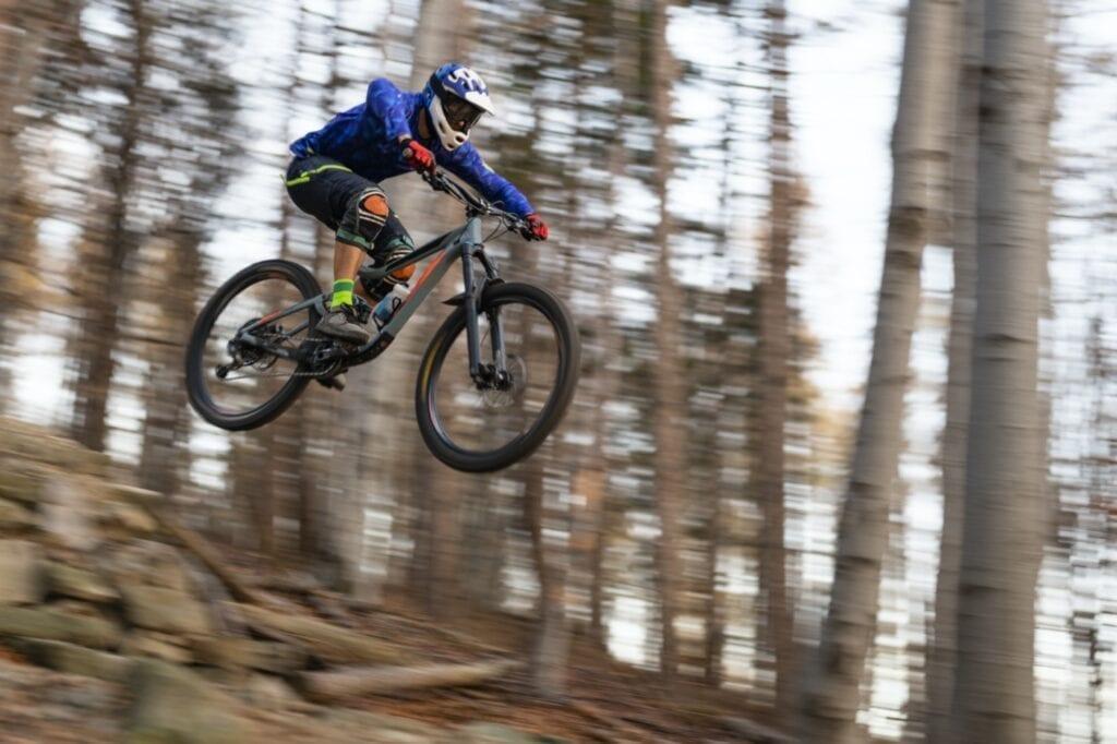 Radsport Mountainbike Downhill